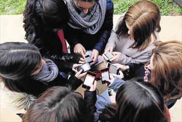 ¿Pueden estar los adolescentes sin móvil?
